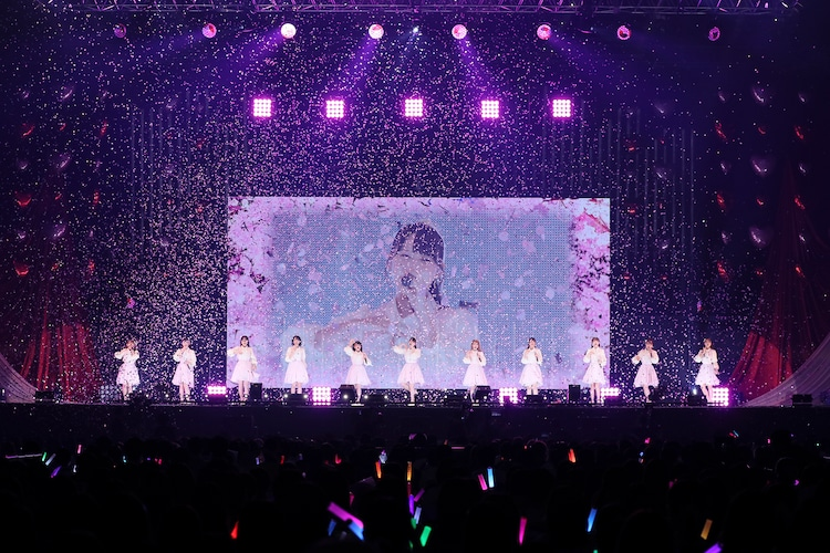 「=LOVE 全国ツアー2021『全部、内緒。』」神奈川・横浜アリーナ公演の様子。(写真提供:代々木アニメーション学院)