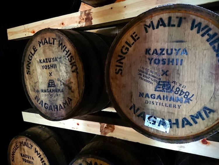 「YAZŪKA」を熟成する樽。