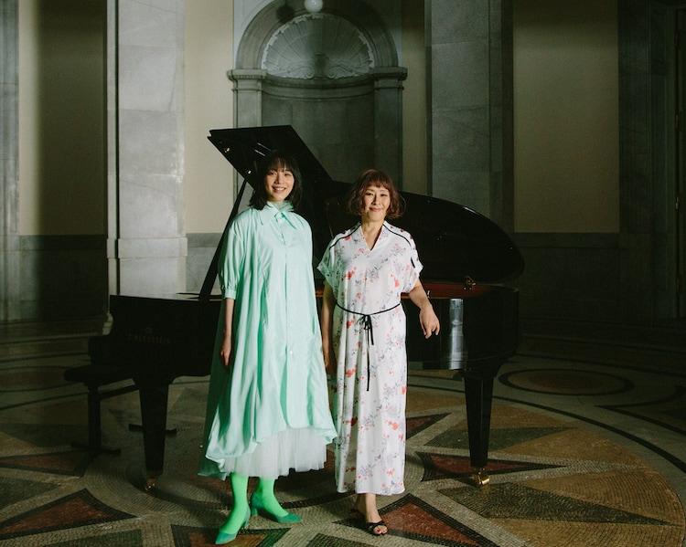 左からのん、矢野顕子。