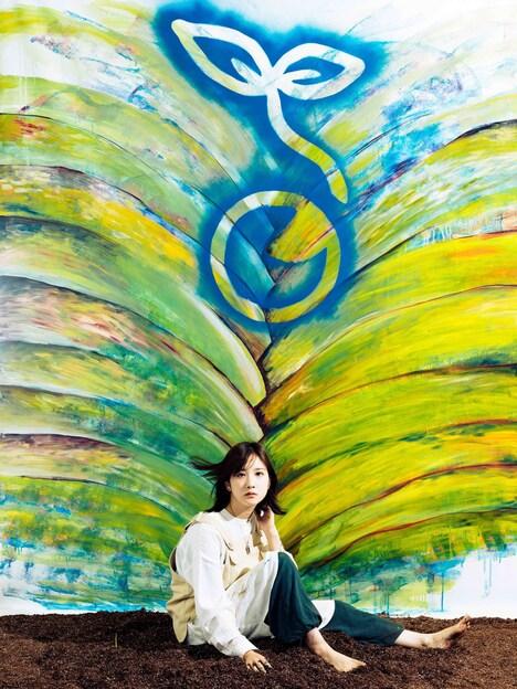 湯木慧の新しいアーティスト写真。