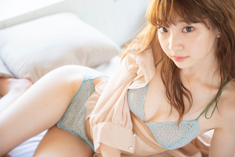 「荻野由佳ファースト写真集(仮)」より。
