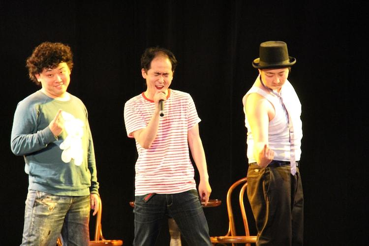 芝居の中にはダンスシーンも。初恋タロー高森、トレンディエンジェル斉藤、どりあんず平井は、東方神起の「Share The World」をセレクト。(c)吉本興業