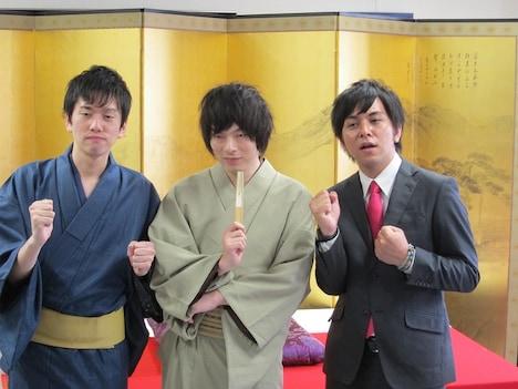東京・庚申文化会館にて「こうしん寄席」に出演した「地元に住みます芸人」東京都担当のLLR。伊藤(右)は司会を担当、福田(中)は落語を披露した。