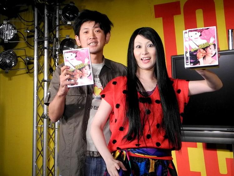 DVD-BOX「臨死!! 江古田ちゃん」発売記念イベントに出演した鳥居みゆき(右)と長谷川朝晴(左)。