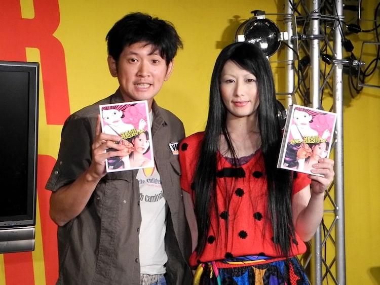 記者から「江古田ちゃんの顔」をリクエストされ、表情を変えた鳥居みゆき(右)。