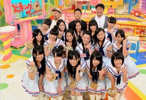 「どっキング48」に出演するケンドーコバヤシ、陣内智則、たむらけんじ、NMB48のメンバー。(c)KTV