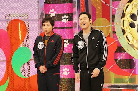 新番組「負け犬勝ち犬 KOZY'S NIGHT」に出演する今田耕司、東野幸治(左から)。