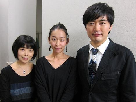 「共感百景」のMC劇団ひとり、最優秀作品を作った西加奈子、特別顧問の俵万智。(右から)。