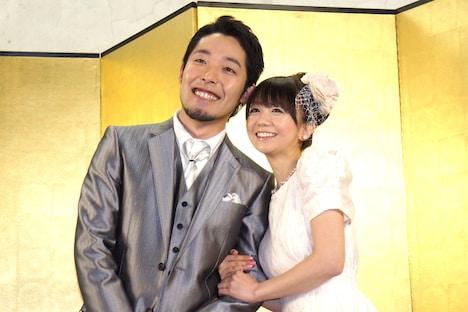 結婚を発表したオリエンタルラジオ中田敦彦(左)と福田萌。