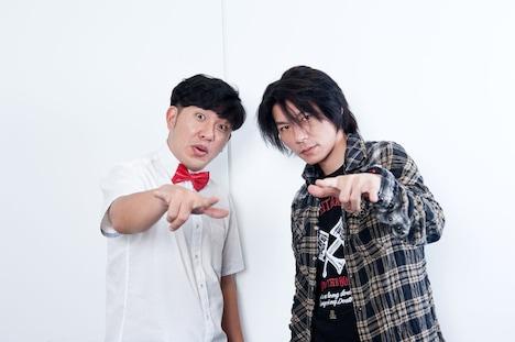 アメリカザリガニ平井(左)とTAKUYA(右)。