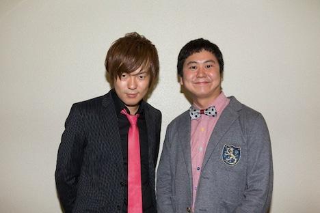 「日清食品 THE MANZAI 2012 年間最強漫才師決定トーナメント」に出場するウーマンラッシュアワーの村本(左)と、中川パラダイス(右)。