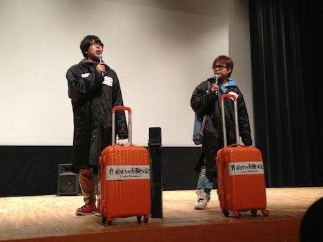 映画PR旅真っ最中のオンリー2は、キャンペーン用の旅グッズ持参で登場。