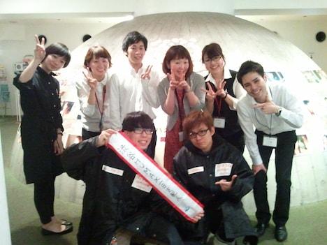 渋谷HUMAXシネマで1日支配人を務めたオンリー2(中央)。
