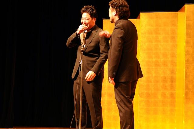 「平成25年 漫才新人大賞」予選会でネタを披露するBLUE RIVER。