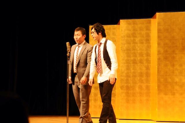 「平成25年 漫才新人大賞」予選会でネタを披露するだいなお。