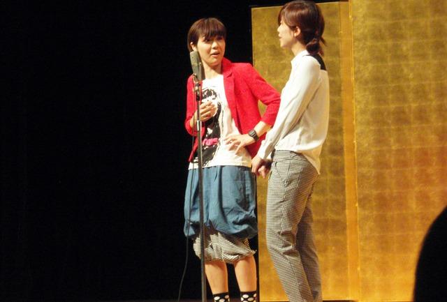 「平成25年 漫才新人大賞」予選会でネタを披露するマジコーラル。