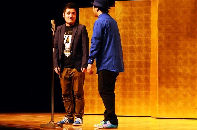 「平成25年 漫才新人大賞」予選会でネタを披露する青春ダーツ。