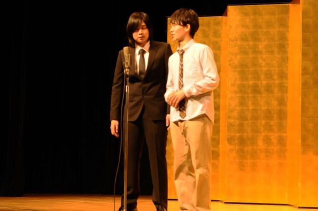 「平成25年 漫才新人大賞」予選会でネタを披露するスパナペンチ。