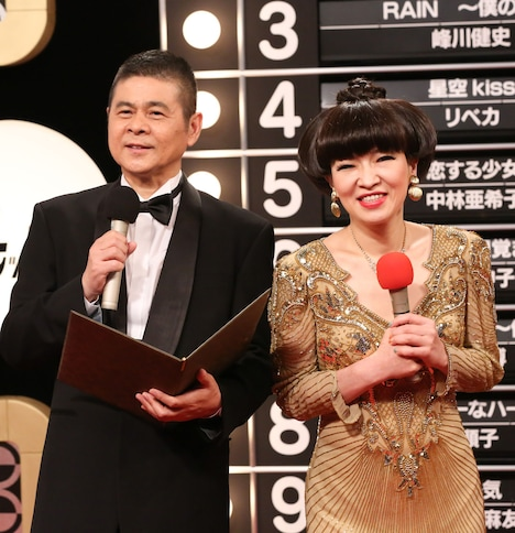 連続テレビ小説「あまちゃん」にゲスト出演する清水ミチコ(右)と糸井重里(左)。(NHK提供)