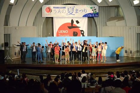 東京・上野恩賜公園水上音楽堂にて開催されたマセキ芸能社のお笑いライブ「真夏の笑フェス2013」の模様。