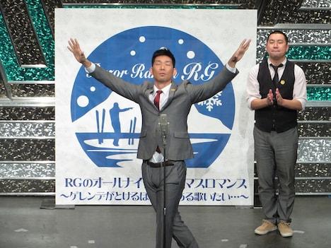 「THE MANZAI 2013」でできなかった漫才を披露するレイザーラモン。