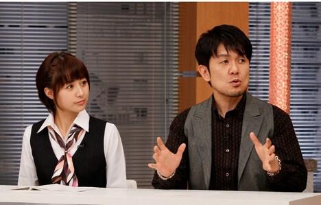 「アレはスゴイはず!?新春スペシャル」MCの土田晃之(右)と、林美沙希テレビ朝日アナウンサー(左)。(c)テレビ朝日
