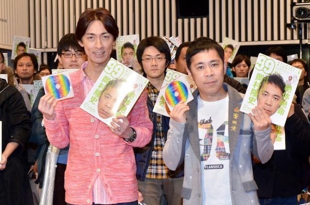 「ナインティナインのオールナイトナイトニッ本 vol.6」の発売記念イベントに出演したナインティナインと、会場に集ったリスナーたち。