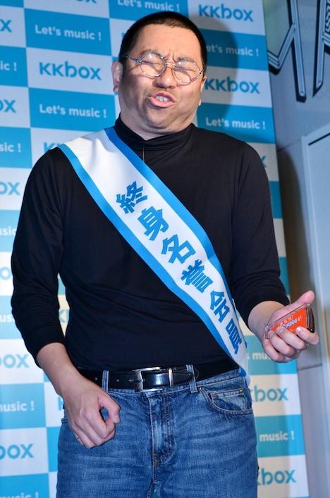 「KKBOX JAPAN終身名誉会員授与式」で、布袋寅泰の「スリル」に乗せて、花粉症あるあるを熱唱するRG。