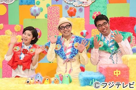 ネタ番組「うつけもん」MCのおぎやはぎと松岡茉優。(c)フジテレビ