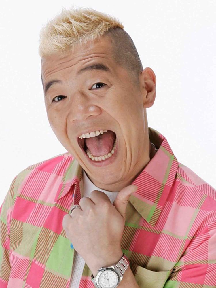 解答者のキャイ~ン・ウド鈴木。(c)NHK
