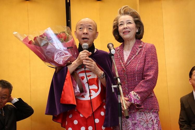 「坂田利夫芸能生活・アホアホ生活50周年」記念セレモニーの様子。(c)吉本興業