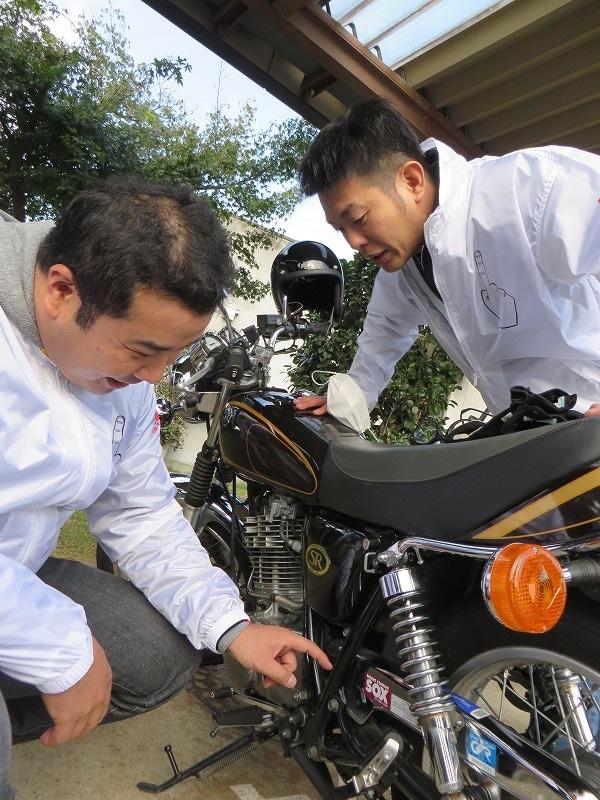 西川のビジネスバイク好きを疑う堤下がバイクの汚れを指摘。
