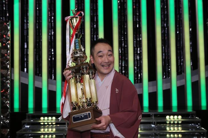 大賞を受賞した春風亭朝也。(c)NHK