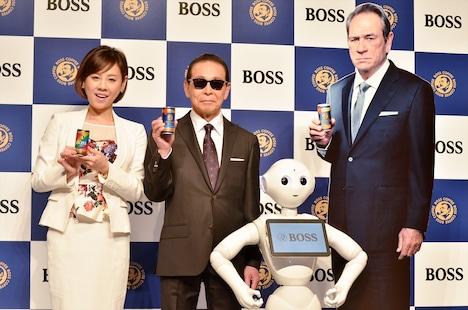 (左から)高橋真麻、タモリ、感情認識ロボット・Pepper、トミー・リー・ジョーンズのパネル。