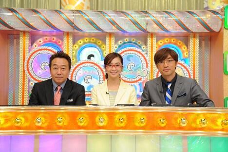 「Qさま!!」MCのさまぁ~ずと、優香(中央)。(c)テレビ朝日