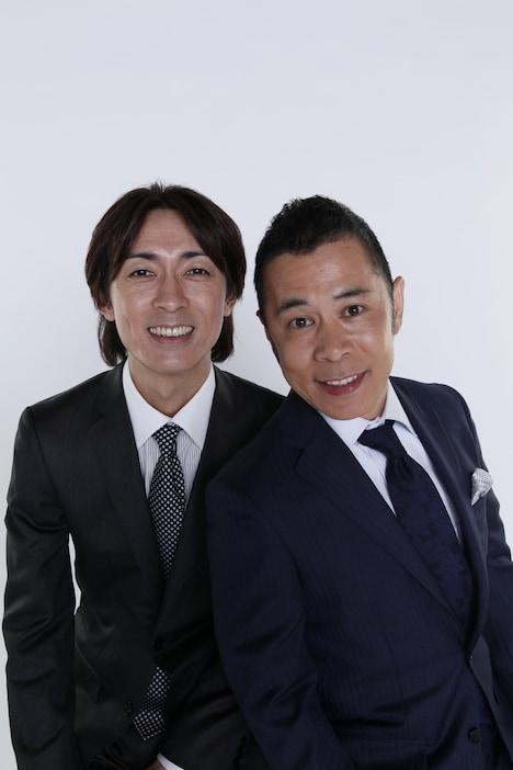 ナインティナイン矢部(左)と、相方の岡村(右)。(c)吉本興業