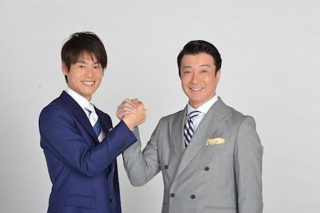 上重聡アナウンサーと加藤浩次(左から)。