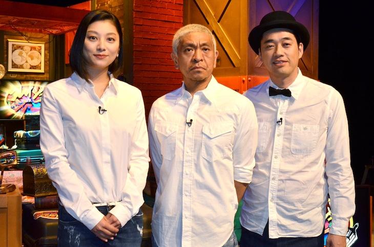 「クレイジージャーニー」MCの松本人志(中央)、バナナマン設楽(右)、小池栄子(左)。