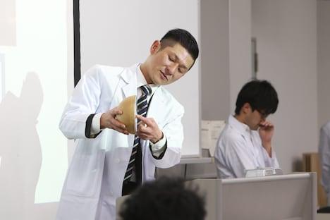 「笑い飯哲夫のおもしろ花火講座」の様子。