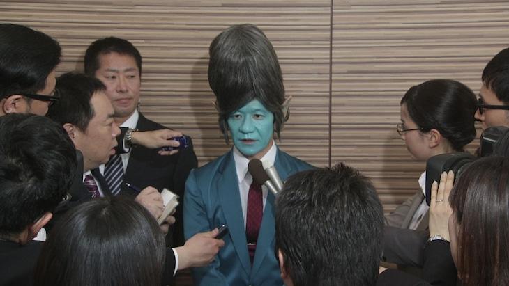 コント「宇宙人総理」のワンシーン。(c)NHK