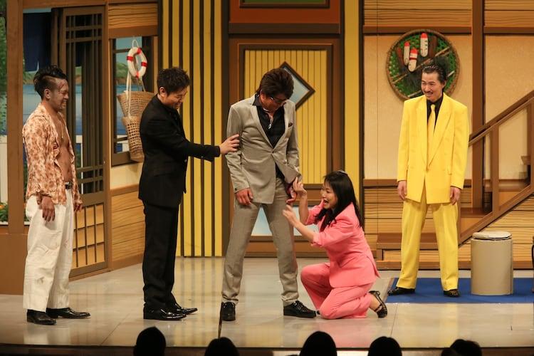(左から)宮川大輔、品川ヒロシ、哀川翔が出演した、吉本新喜劇のワンシーン。