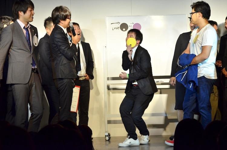 メンバーカラーが黄色に決まったオジンオズボーン高松(中央)。