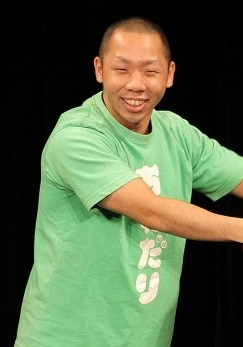 おねだり豊。写真は2012年のライブより。