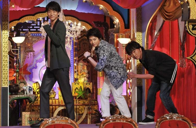 「今夜くらべてみました」に出演する浅香航大、小池徹平、スピードワゴン小沢(左から)。(c)日本テレビ