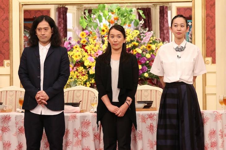 「SMAP×SMAP」の「ビストロSMAP」にゲスト出演する(左から)ピース又吉、湊かなえ、西加奈子。(c)フジテレビ