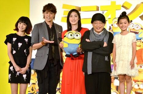 映画「ミニオンズ」の会見に登壇した(左から)LiSA、宮野真守、天海祐希、笑福亭鶴瓶、藤田彩華。