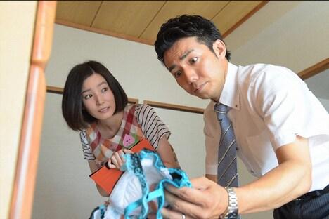 蓮佛美沙子(左)とピース綾部(右) (c)TBS