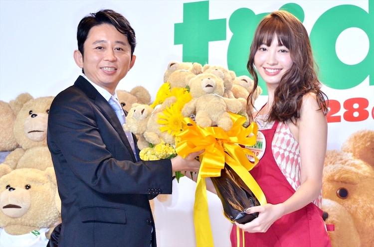 映画「テッド2」日本語吹き替え版の公開記念イベントに出演した(左から)有吉弘行、小嶋陽菜。