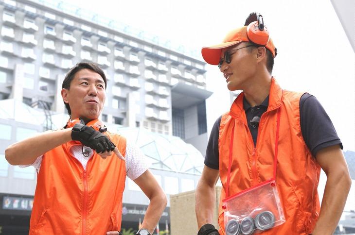 「のぞき見ハンティング」ゲストのチュートリアル福田(左)とジャルジャル福徳(右)。(c)関西テレビ