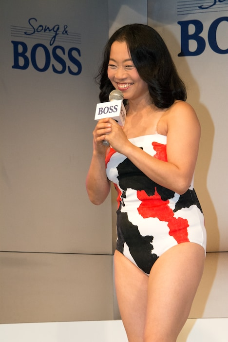 CM中と同じ鯉の衣装で登場したいとうあさこ。